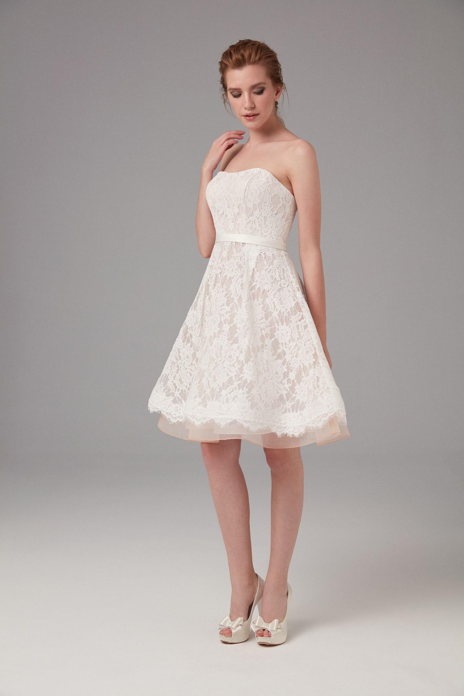 beyaz straplez elbise