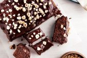 Kolay Hazırlanan Çikolatalı Kek Tarifi
