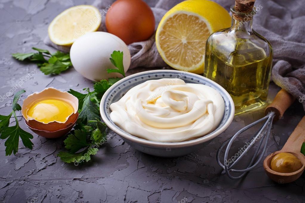 yumurta zeytinyagi ve mayonez nemlendirici sac maskesi tarifi