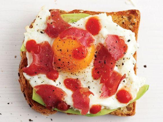 Avokadolu yumurta tarifi