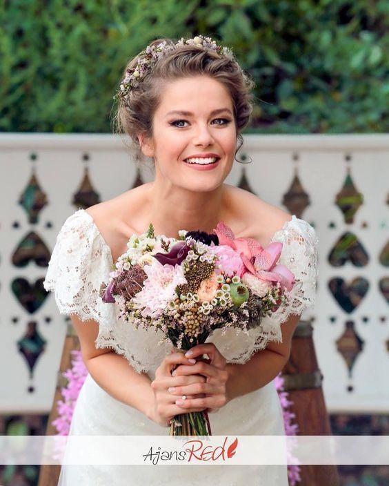 burcu biricik düğün saçı modeli