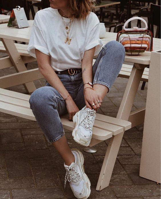 kalın tabanlı beyaz ayakkabı kombin