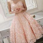 kalp yaka kabarık elbise modeli