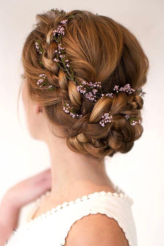 çiçekli örgülü saç modeli