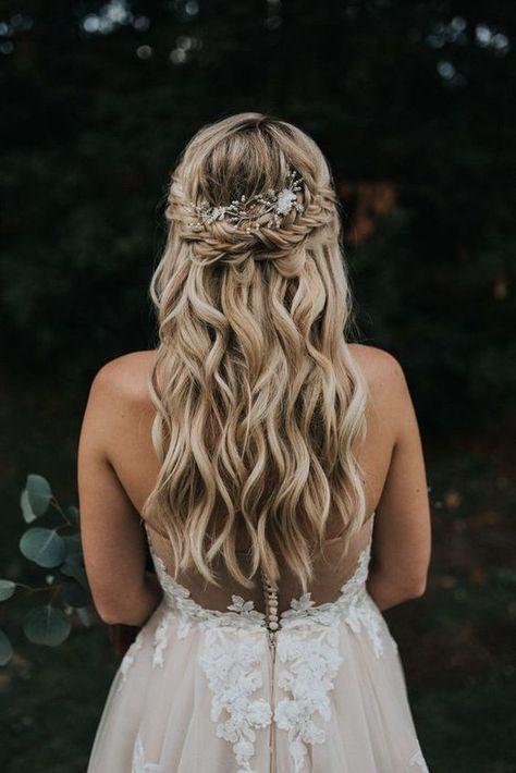 Örgülü Çiçekli Düğün Saçı Modelleri