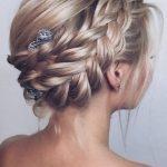 örgülü toplu saç modelleri