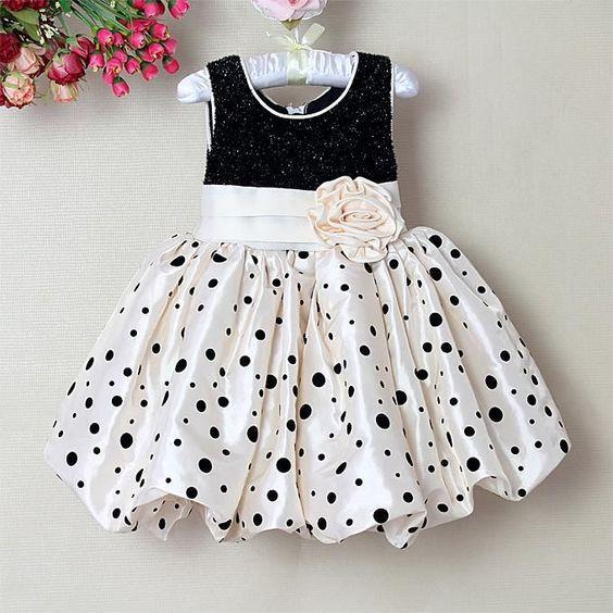 Siyah Beyaz Puanlı Elbise