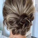 krepeli topuz saçı modeli