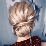 sade ve şık düğün saçı modeli