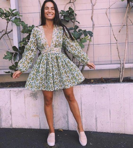 v yaka elbise modeli