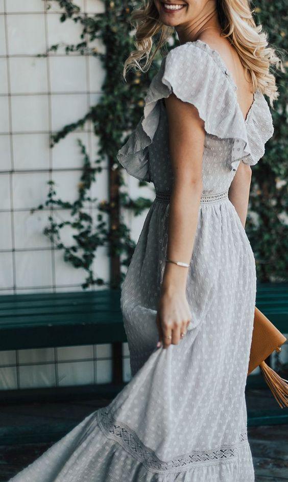 v yaka fırfırlı elbise