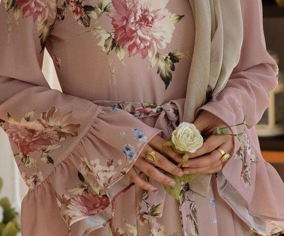 tesettür çiçekli elbise modeli