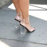 siyah yüksek topuklu ayakkabı