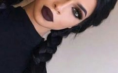 Vamp Makyaj İle Dikkatleri Üzerinizde Toplayın