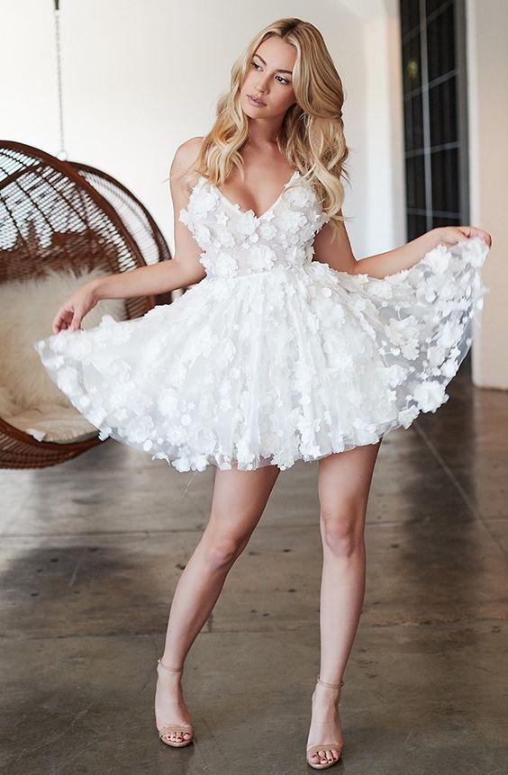 kısa beyaz elbise modelleri