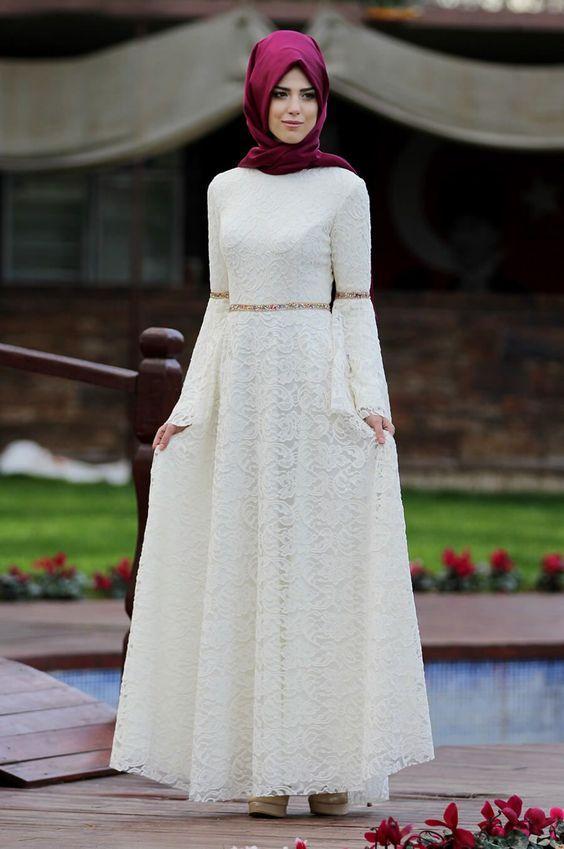 beyaz elbiseye uygun şal modelleri