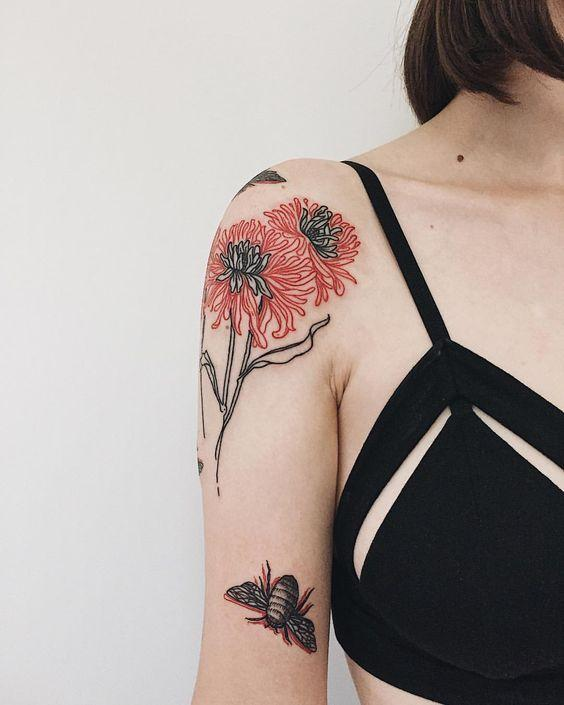 best shoulder tattoo for woman