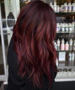 Koyu kızıl saç